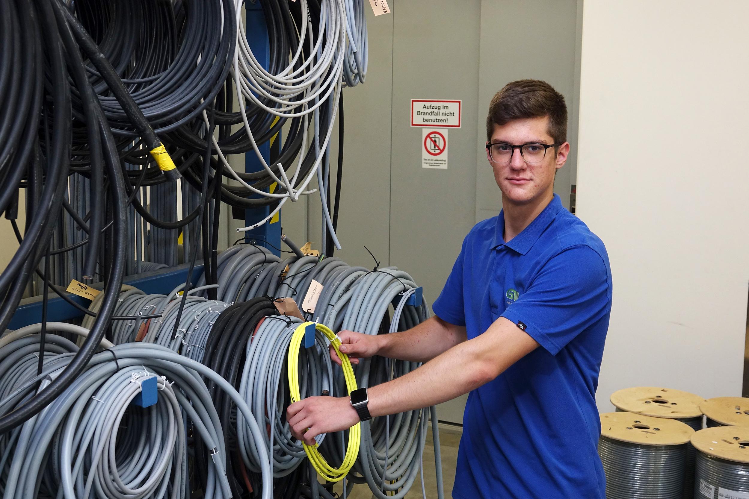 Lehrling der Elektrotechnik