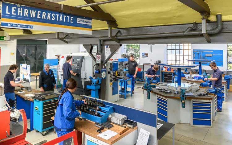 BUSATIS GmbH - Schule & Beruf